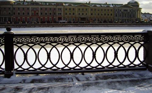 Рис. 3. Ограда на набережной Москвы-реки